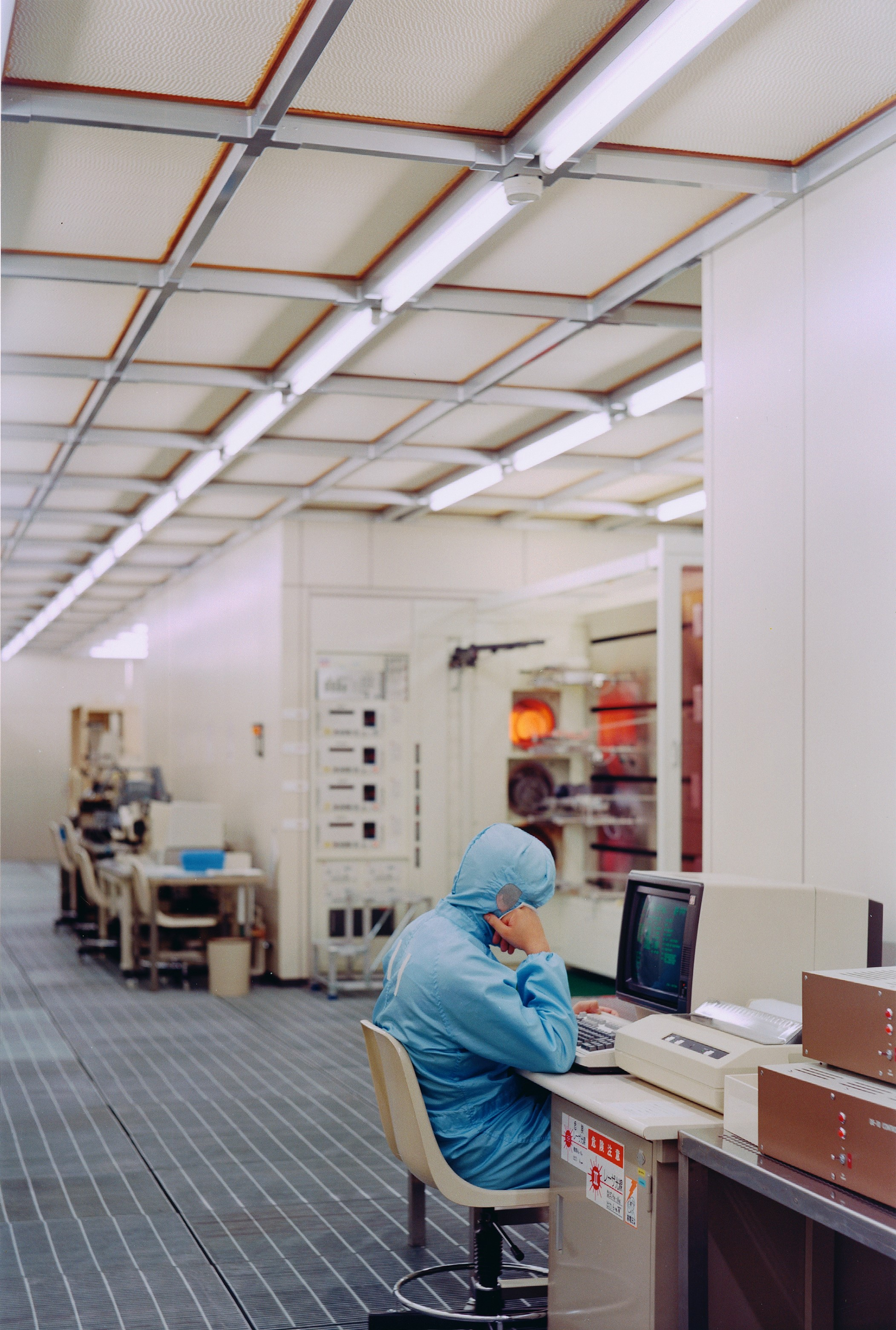 <p>Worker, Clean room, Toshiba, Kawasaki City (JP)</p>