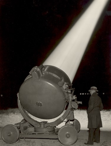 <p>60-Inch Anti-Aircraft Searchlight, January 9, 1934.  Courtesy: Smithsonian Institution Archive <sup>©</sup>Official U.S. Army Photograph [<em>sourc</em>e Sperry Gyroscope Company]</p>